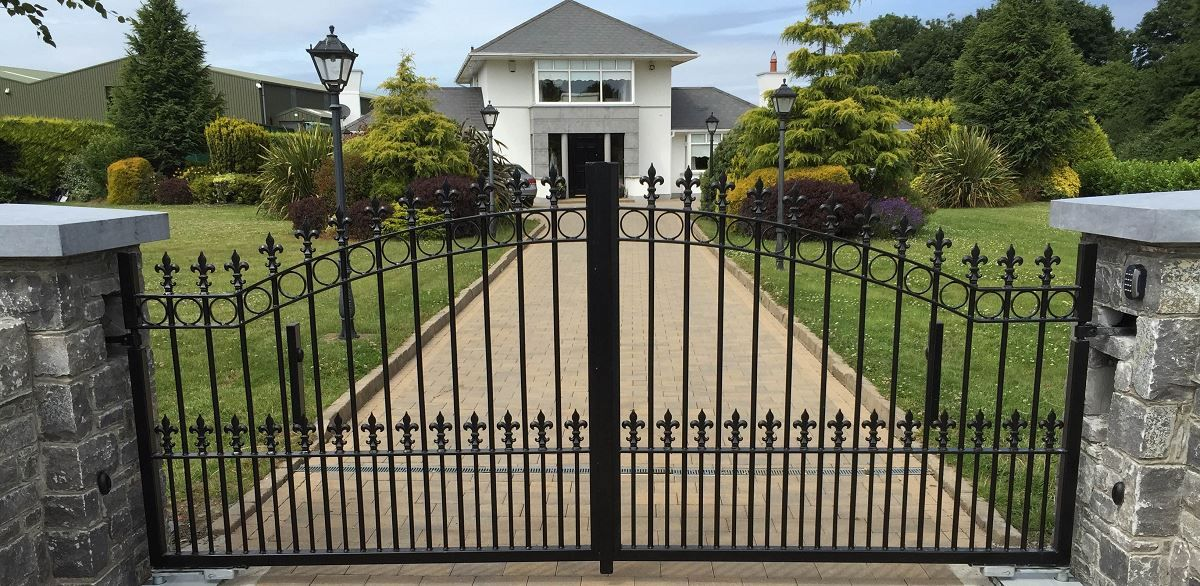 Nice-House-Front-Gate