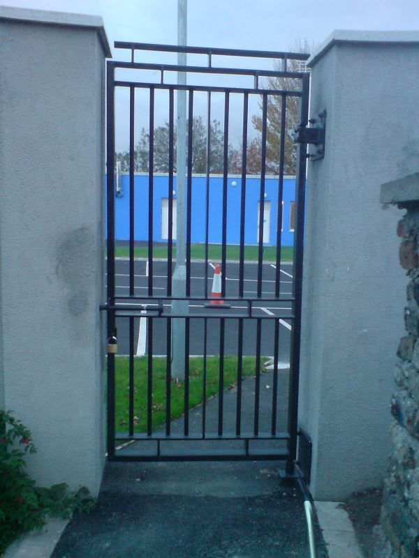 Irish-Fencing-Railings-Ltd-Gates-Range-G01-Single-Leaf-Swing-218-2