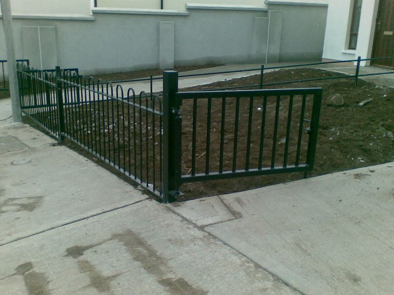 Irish-Fencing-Railings-Ltd.-Railings-Range-C03-Bow-Top-Railings-59