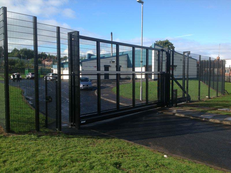 Kinsale-Security-Mesh-and-Inova-Sliding-Gate-Belfast-Health-Centre-Mica-Drive-Belfast