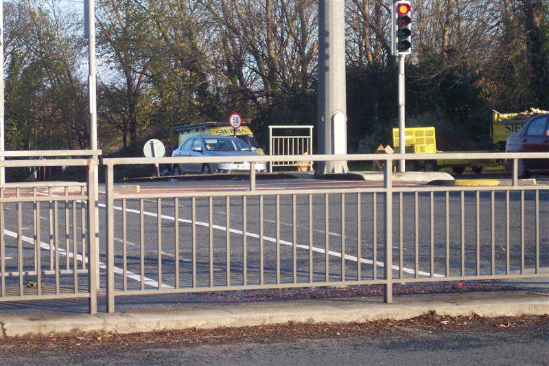 irish_fencing__railings_ltd._barriers_range-f02_pedestrian_guardrail__pg2_19_medium