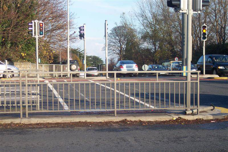 irish_fencing__railings_ltd._barriers_range-f02_pedestrian_guardrail_pg2_15_medium