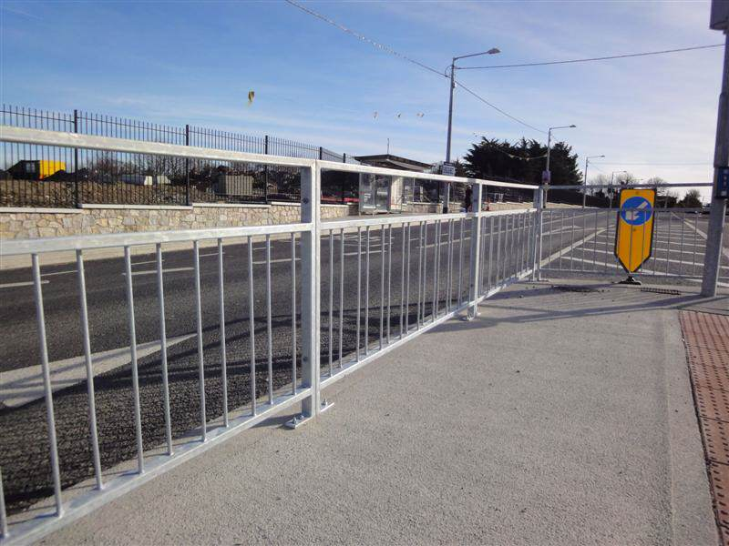 irish_fencing__railings_ltd._barriers_range-f04_pedestrian_vizirail_guardrail_-pg4_15_medium