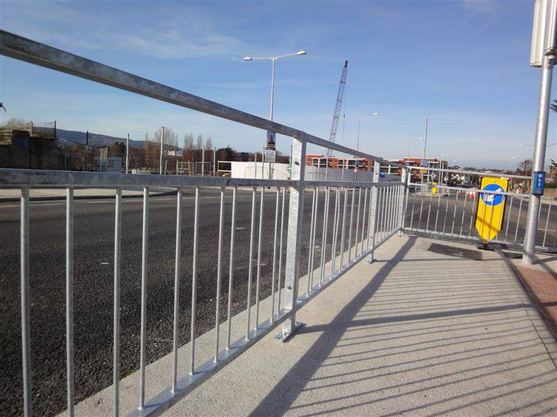 irish_fencing__railings_ltd._barriers_range-f04_pedestrian_vizirail_guardrail_-pg4__16_medium