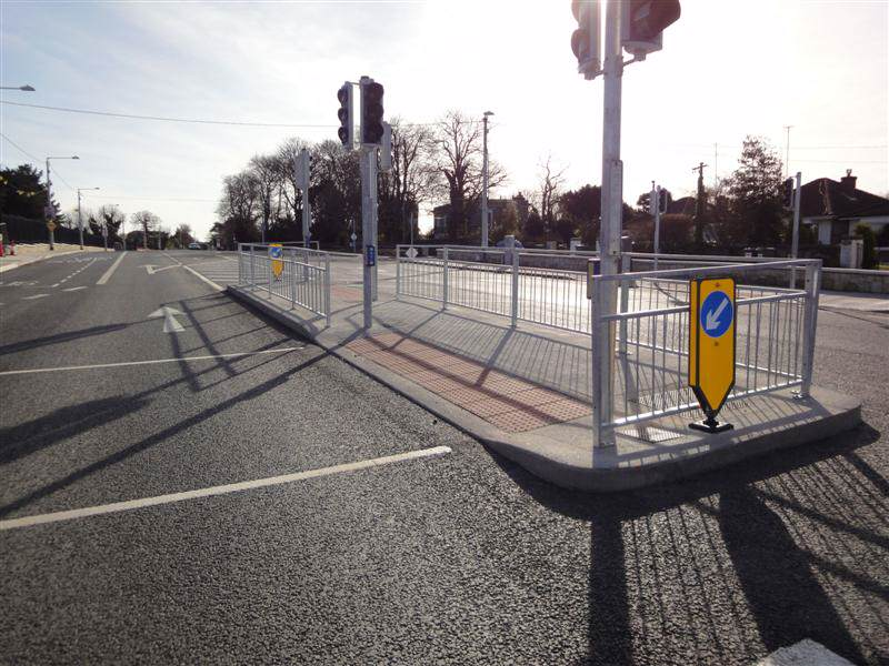 irish_fencing__railings_ltd._barriers_range-f04_pedestrian_vizirail_guardrail_-pg4__18_medium