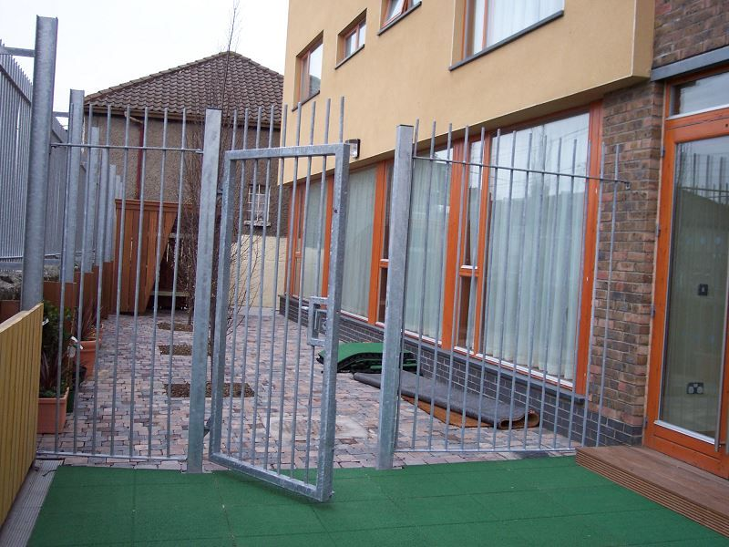 Irish-Fencing-Railings-Ltd-Gates-Range-G01-Single-Leaf-Swing-4-2