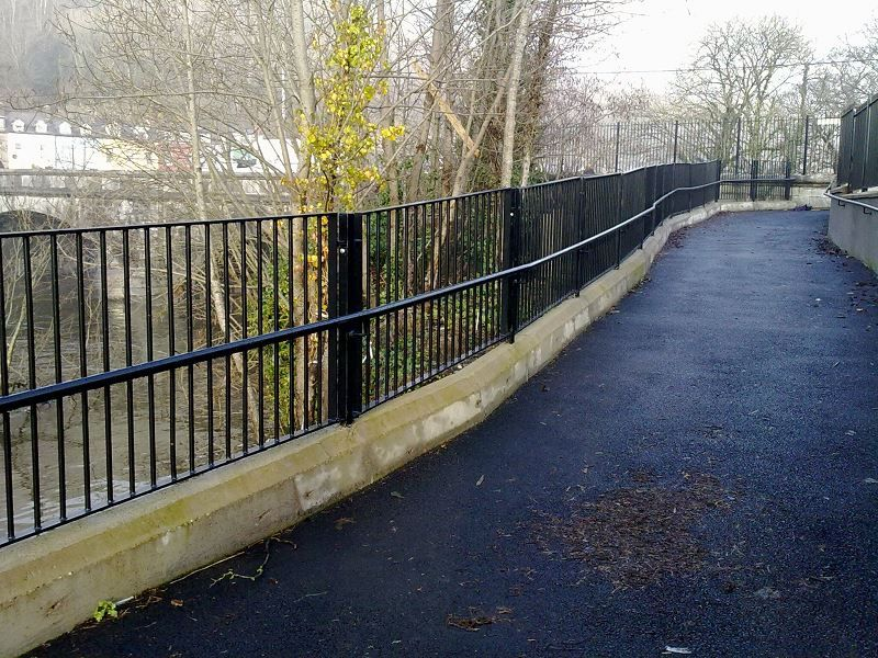 Irish-Fencing-Railings-Ltd.-Barriers-Range-F04-Guardrail-37