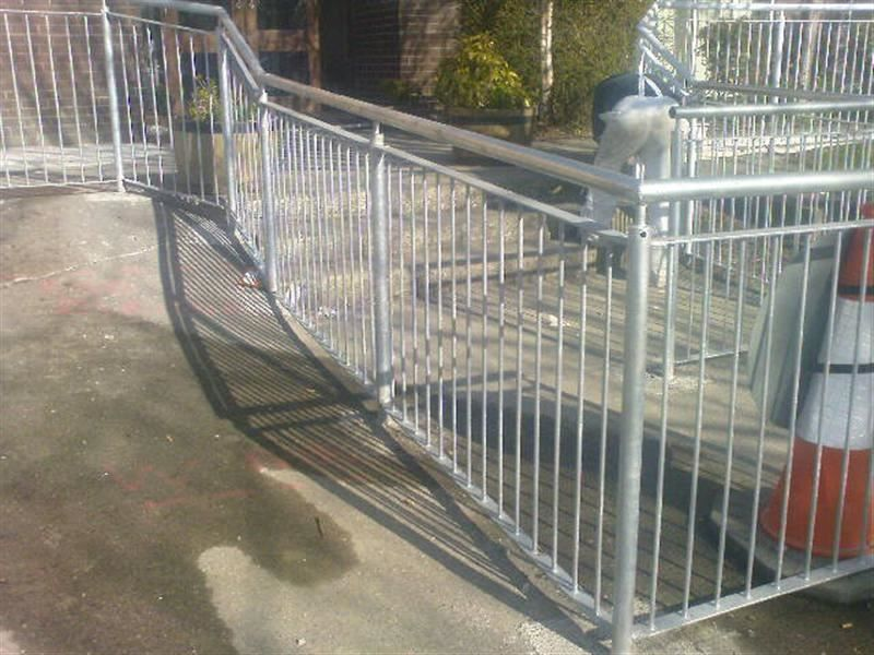 Irish-Fencing-Railings-Ltd.-Barriers-Range-F06-Irfen-Handrail-21
