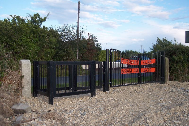 Irish-Fencing-Railings-Ltd.-Gates-Range-G05-–-Kissing-Gate-11