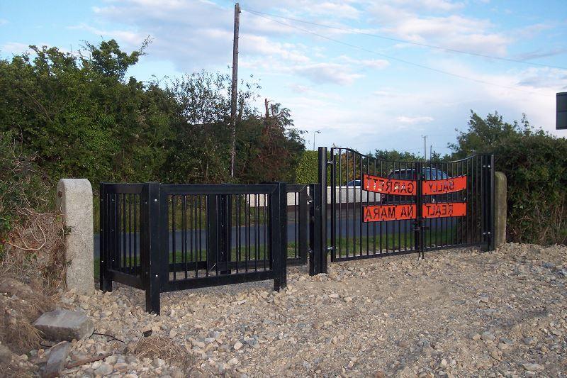 Irish-Fencing-Railings-Ltd.-Gates-Range-G05-–-Kissing-Gate-11