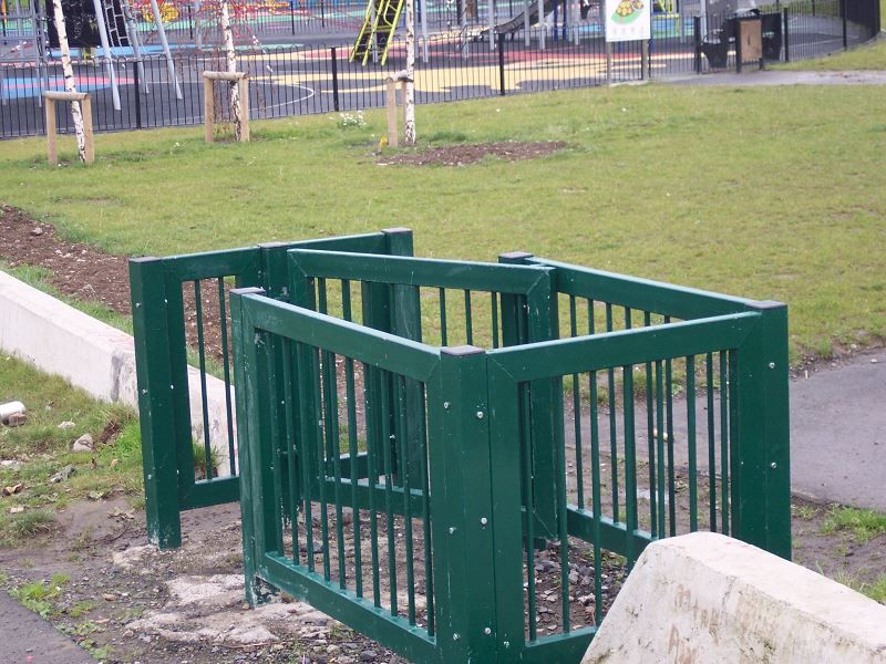 Irish-Fencing-Railings-Ltd.-Gates-Range-G05-–-Kissing-Gate-12