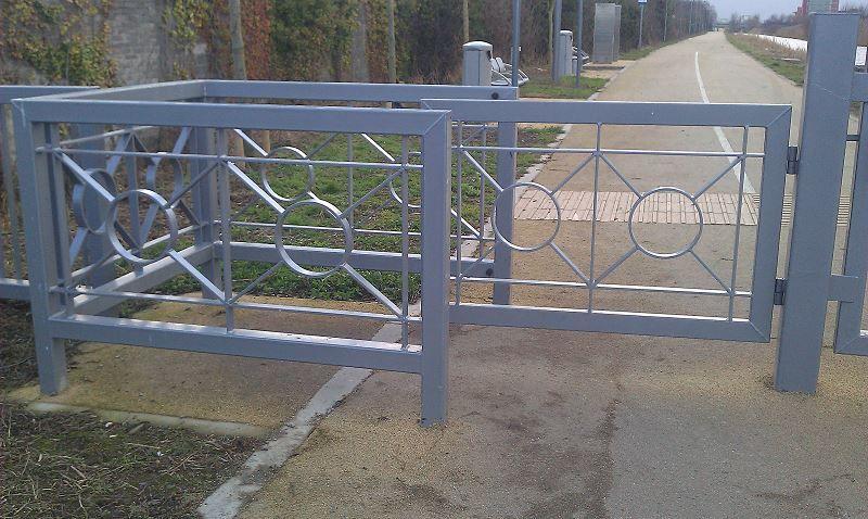 Irish-Fencing-Railings-Ltd.-Gates-Range-G05-–-Kissing-Gate-14