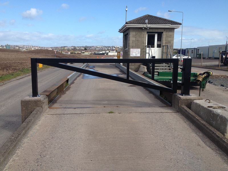 Irish-Fencing-Railings-Ltd.-Gates-Range-G09-–-Anti-Ram-Barrier9-