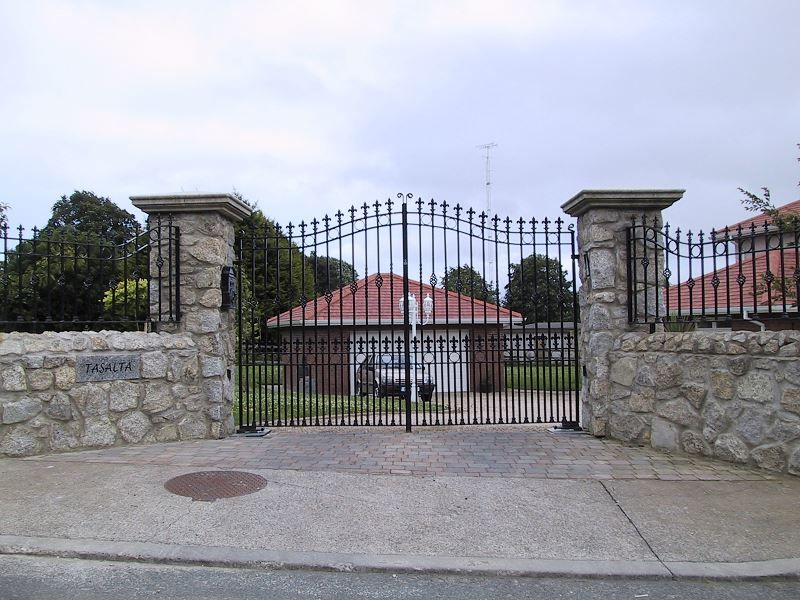 Irish-Fencing-Railings-Ltd.-Gates-Range-G11-–-Domestic-Gates-113