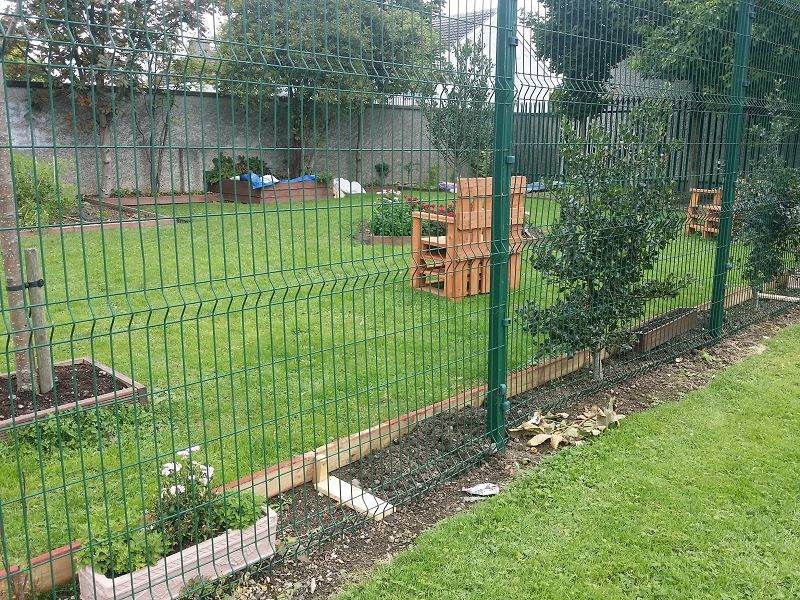 Irish-Fencing-Railings-Ltd.-Mesh-Perimeter-Range-200x50mm-V-Mesh-201