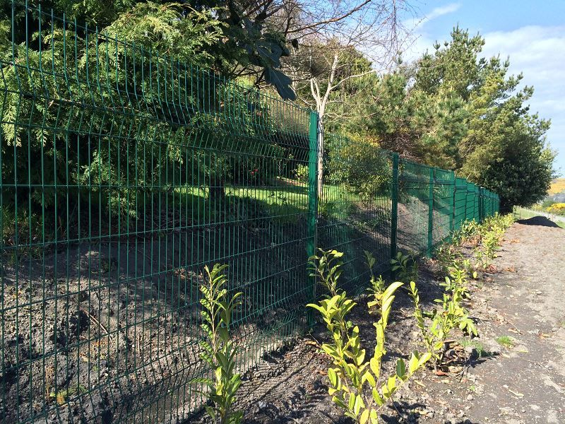 Irish-Fencing-Railings-Ltd.-Mesh-Perimeter-Range-Kylemore-200x50mm-V-Mesh-143