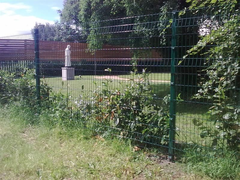 Irish-Fencing-Railings-Ltd.-Mesh-Perimeter-Range-Kylemore-200x50mm-V-Mesh-23