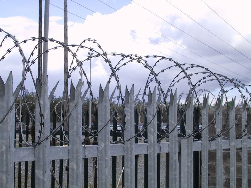 Irish-Fencing-Railings-Ltd.-Wall-Toppings-D04-Galvanised-Concertina-Barbed-Wire-34
