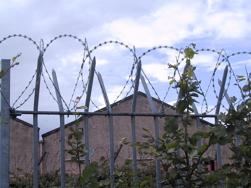 Irish-Fencing-Railings-Ltd.-Wall-Toppings-D04-Galvanised-Concertina-Barbed-Wire-36