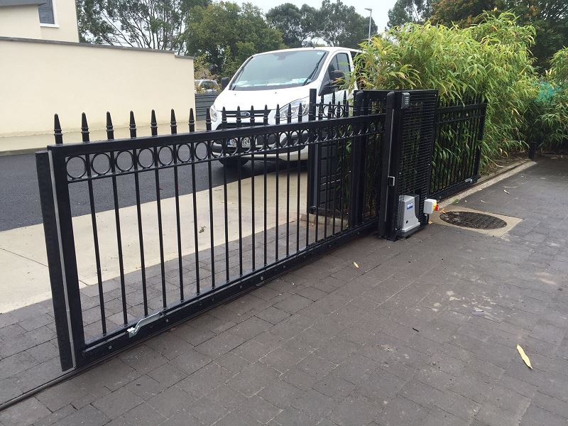 IrishFencing Automated Decorative Sliding Gate (2)