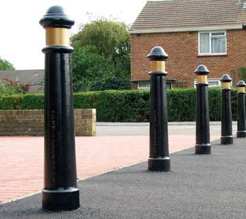 L01-Street-Furniture-Bollard-19