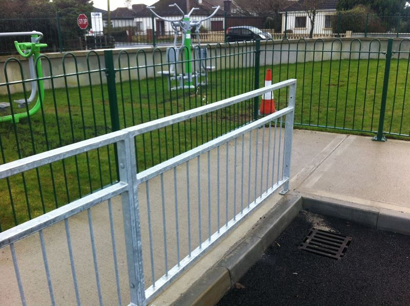 Irish-Fencing-Railings-Ltd.-Railings-Range-C06-Steel-Bow-Top-Railings-Playsp-6