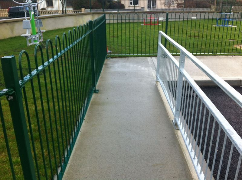 Irish-Fencing-Railings-Ltd.-Railings-Range-C06-Steel-Bow-Top-Railings-Playsp-7