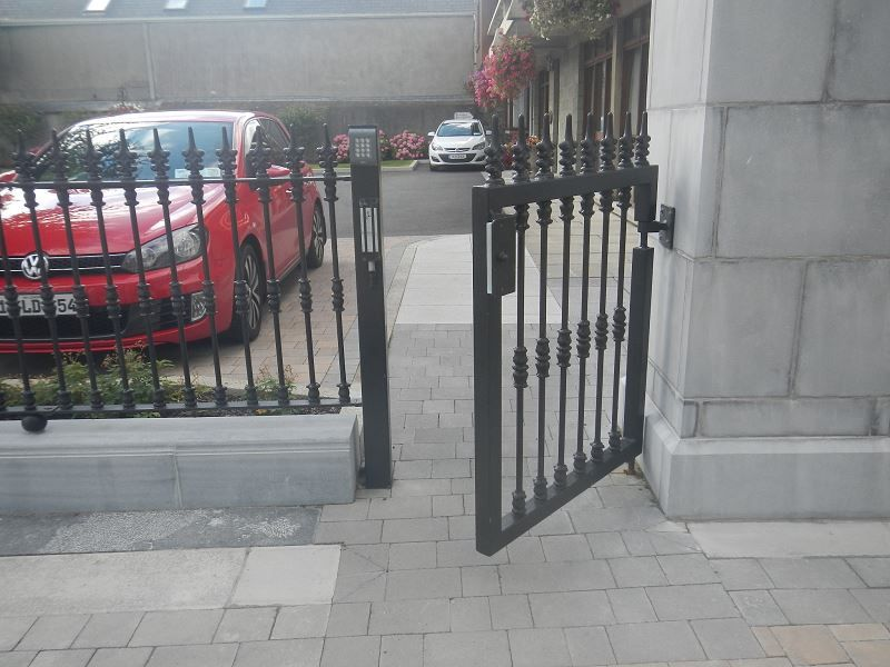 Irish-Fencing-Single-Leaf-Gate-St.-Mels-Cathedral-3