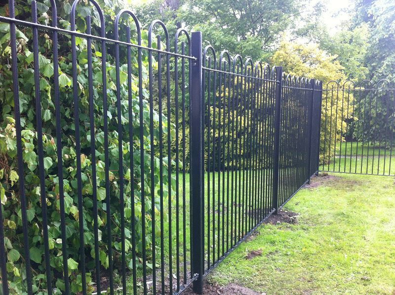 Irish-Fencing-and-Railings-Ltd.-Railings-Range-C04-Bar-in-Bow-Top-Railings-100-10