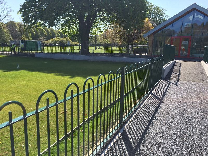 Irish-Fencing-and-Railings-Ltd.-Railings-Range-C04-Bar-in-Bow-Top-Railings-100-14