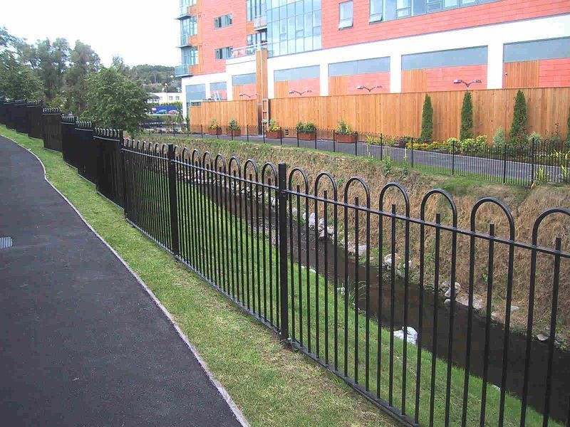 Irish-Fencing-and-Railings-Ltd.-Railings-Range-C04-Bar-in-Bow-Top-Railings-100-15