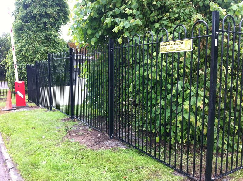 Irish-Fencing-and-Railings-Ltd.-Railings-Range-C04-Bar-in-Bow-Top-Railings-100-4