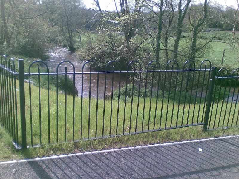 Irish-Fencing-and-Railings-Ltd.-Railings-Range-C04-Bar-in-Bow-Top-Railings-100-5