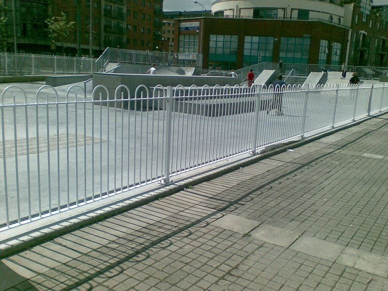 Irish-Fencing-and-Railings-Ltd.-Railings-Range-C04-Bar-in-Bow-Top-Railings-100-6