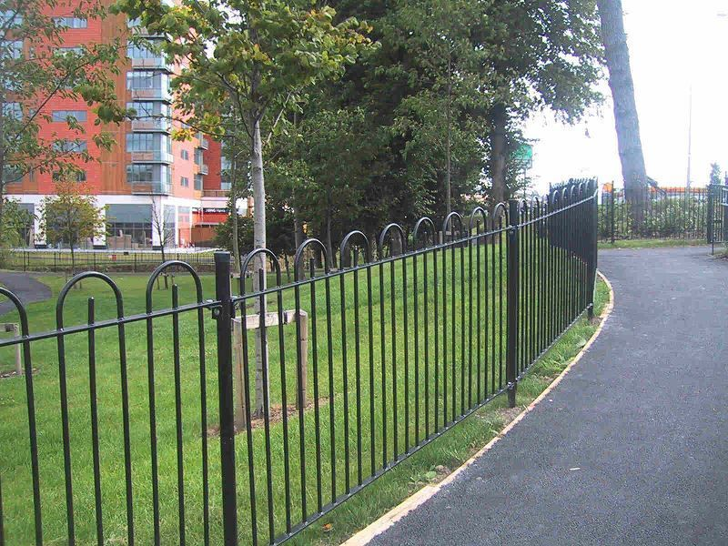 Irish-Fencing-and-Railings-Ltd.-Railings-Range-C04-Bar-in-Bow-Top-Railings-100-9
