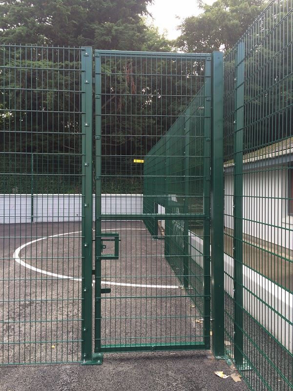 Irish-Fencing-Sports-Mesh-3-Single-Leaf-Gate1