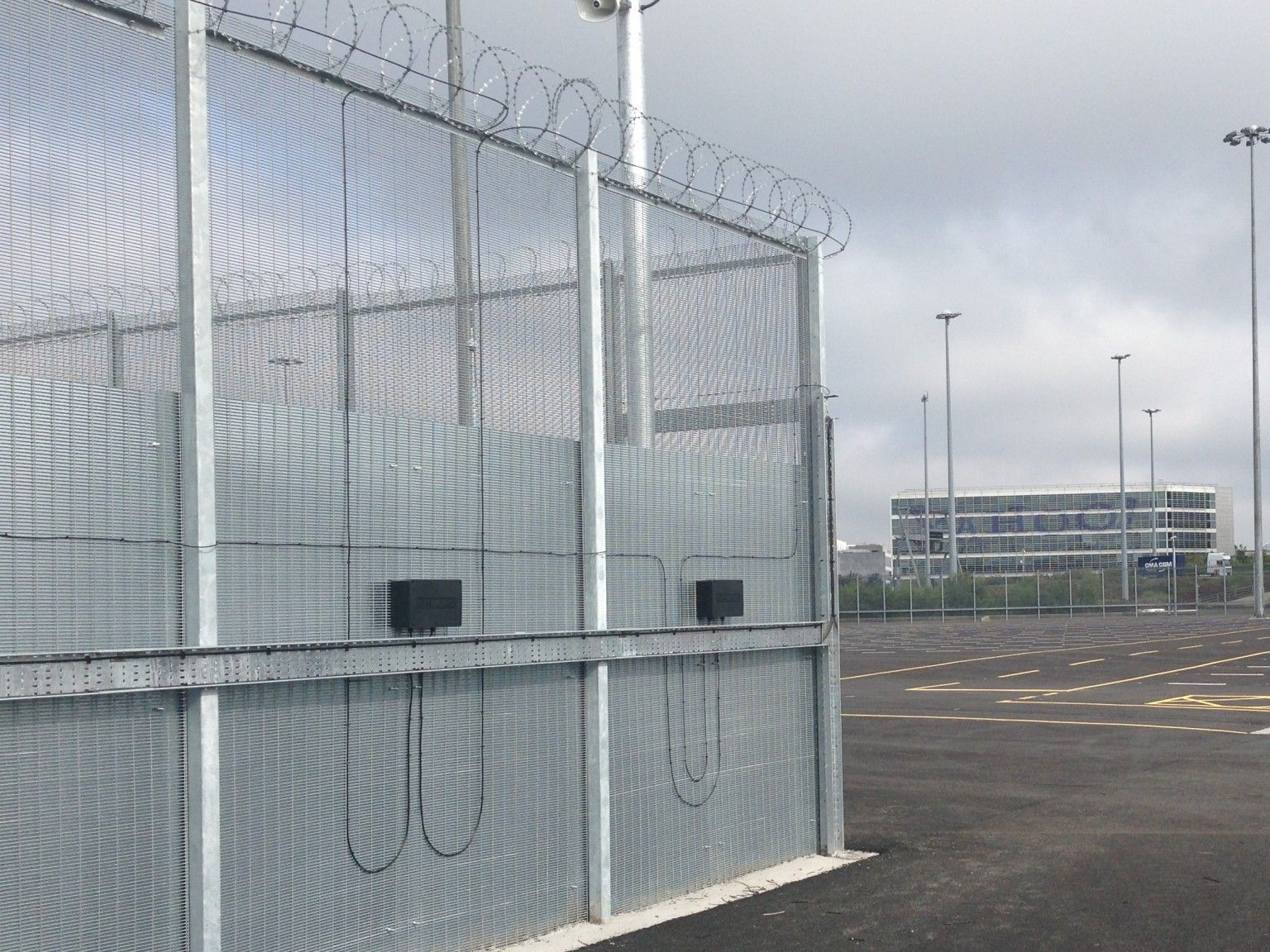 358 Mesh with integrated Electronic Perimeter Security Protection