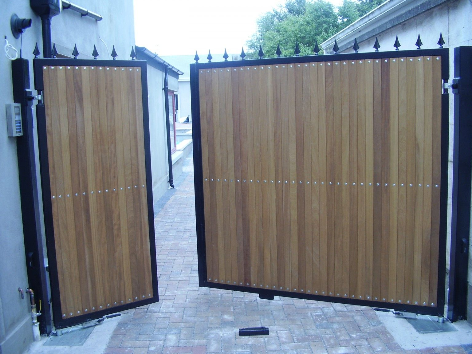 Irish Fencing and Railings- K02- Timber Domestic Gates 08 (11)