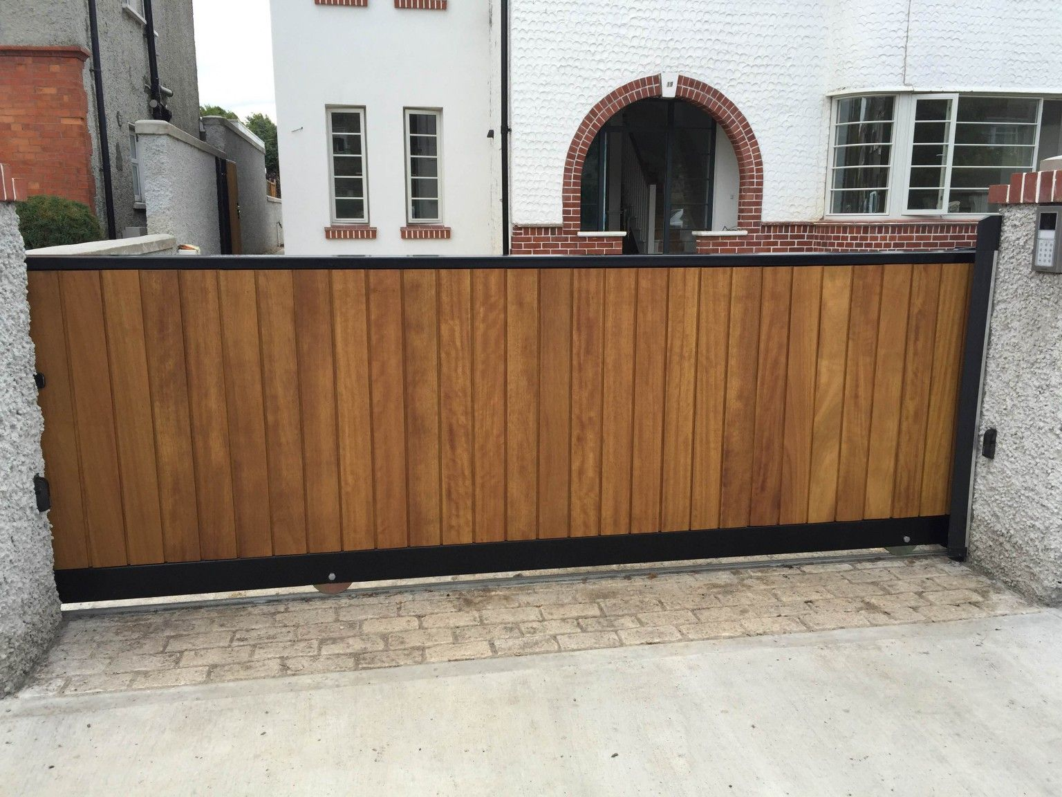 Irish Fencing and Railings- K02- Timber Domestic Gates 08 (14)