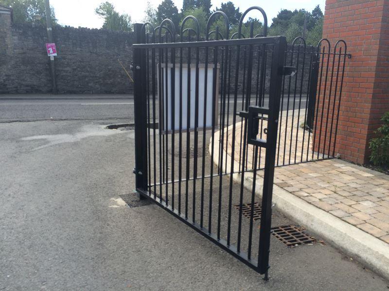 7-Double-leaf-swing-gate