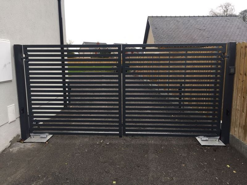 Irish Fencing Services Residential Swing Gate.1